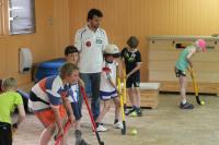 Kinder absolvieren Sport